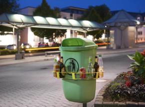 Das Bild zeigt einen Abfalleimer mit daran befestigtem Pfandring.