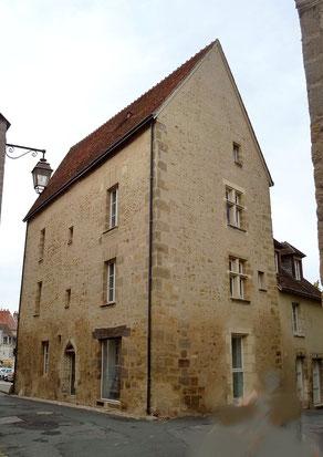 La maison-pointue du XVème dont la sauvegarde entraîna la création des Amis du Vieux La Châtre