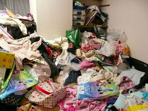 賃貸マンションの残置物処分前の画像