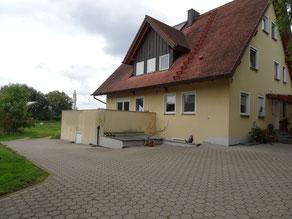 unser Wohnhaus  mit Hofladen