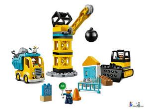 Im Paket Lego 10874 Dampfeisenbahn SET sind 59 Einzelteile, eine Dampflok, ein Lokführer, eine Kinderfigur, ein Passagierwaggon und diverse DUPLO Steine und jede Menge Schienenelemente enthalten.