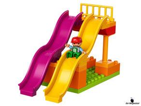 Die Besonderheit im Lego Paket 10840 Grosser Jahrmarkt ist die grosse Doppel Wellenrutsche.