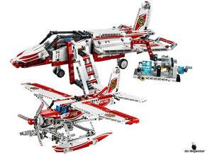 Die  Besonderheit im Lego Paket 42040 ist dass es ein 2-in-1-Modell ist. Das heisst es kann man ein Löschflugzeug oder ein Überschalljet bauen.