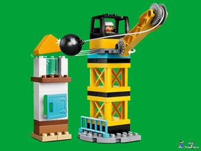 Die Besonderheit im Lego Paket 10932 ist ein Kran-Arm, der sich hochschwenken und seitlich drehen lässt.