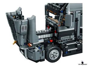 Die Motorhaube lässt sich für die Reparaturen öffnen.