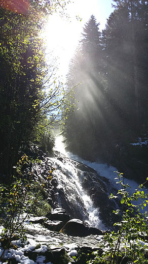 Urlaub am Wasserfall, strahlenfrei in der Schweiz, ohne WLAN und Elektrosmog, gesund und erholsam