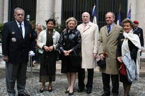 Cérémonie du 20 Mai 2006 : de g.à dte. Cdt Lousteau, Pcesse No Ly du Laos, Pcesse Monique Vinh Thuy, Pierre-Christian Taittinger, Pce et Pcesse Mourousi.