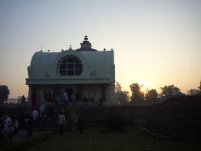 白い涅槃堂