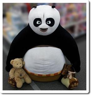 Kasimir, Cäsar und Fred kuscheln mit Kung Fu Panda