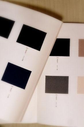 浦野理一「日本の色と文様」に収められた300色の色見本。