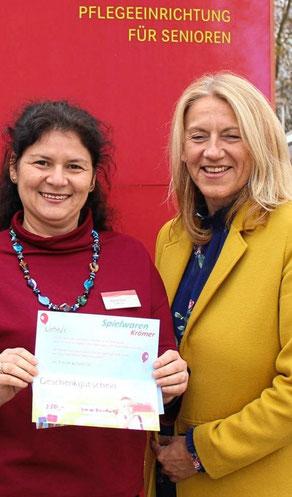 Angelika Hartwig mit Direktorin Marina Stern vom Haus Nikolaus.