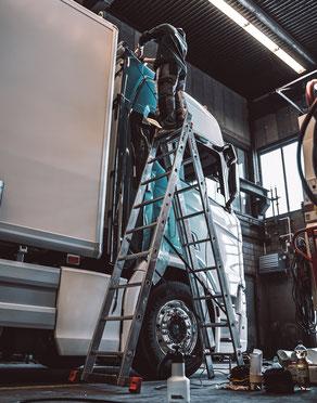 Folierung und Beschriftung LKW Scania