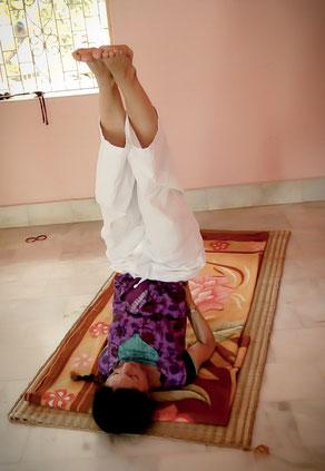 逆転のポーズ 霊性、くつろぎ、 ほんとうのヨーガ 瞑想
