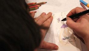L'illustratrice graphiste Cloé Perrotin couche sur papier ou ordinateur vos idées