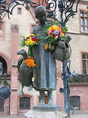 Daniel Schwen, Göttingen Gänseliesel März06, CC BY-SA 2.5