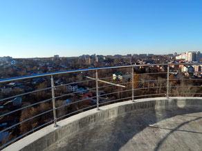 Ограждение из нержавеющей стали на балконе