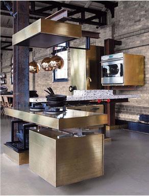 Cocina con isla en bronce