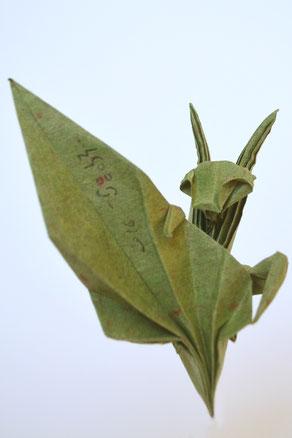 Origamimodell von Sébastien Limet, gefaltet von ihm selbst aus handgeschöpftem Papier