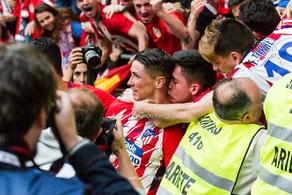 Fernando Torres, jugador del Atlético de Madrid, celebrando su gol ante el Eibar, fotografia deportiva, de niño a leyenda, gracias torres
