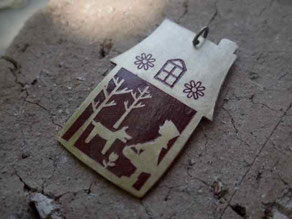 赤ずきんちゃん 真ちゅうペンダント ©マーガレットレーベル 京都 知恩寺手づくりい市 岐阜サンデービルヂングマーケットにて販売いたします。