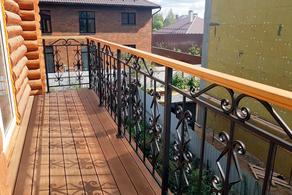 Балконное ограждение в загородном доме