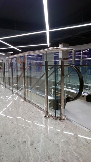 Ограждение из нержавеющей стали со стеклом