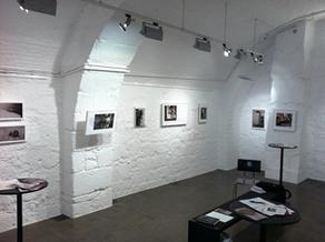 Ausstellung im Gewölbekeller der Kunstreich AG in Bernjpeg Talefoto