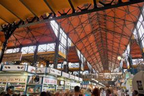 Innenansicht der Großen Markthalle in Budapest