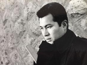東映大部屋時代、毎日のように撮影所で顔を合わせて居た梅宮辰夫。この梅宮は顔に切り傷を負い銀座の十仁病院で整形したと云って居た。そこの二代目院長だったのが小田晴彦だ。