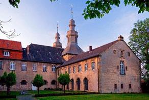 Klosteranlage Willebadessen mit Skulpturenpark © F. Grawe, Kulturland Kreis Höxter