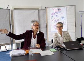 Frau Mörchen, Frau Dr. de Jong bei der Moderation (von klinks)