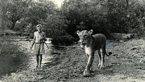 George Adamson e Elsa, la leonessa.