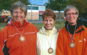 SSV Alf/ 1.BC. Hameln Team: Irmraut Kamp, Marie Hein und Walburga Schumacher. 3.Platz LM Nds. Frauen 2009