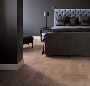 Dark grey room with light wood porcelain floor tiles.