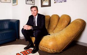 """Nella foto seduto sulla """"Poltrona di Joe"""" Billy Beane"""