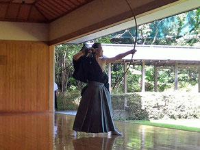 教士七段 富沢先生による矢渡し