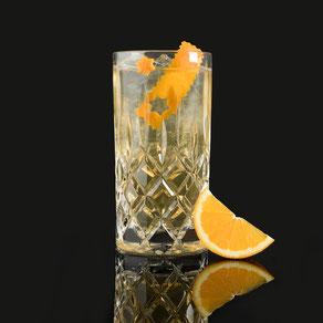 """granatapfel gin & tonic, barcatering, bar catering, cocktailcatering, cocktail catering, liquid-agentur, by peter a. loup wolf, der leicht """"süße"""" unter den gin longdrink varianten. der besondere geschmack kommt von der popcorn-infusion - einfach lecker"""
