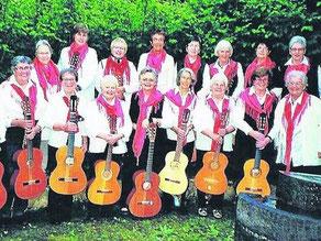 Musizieren seit 40 Jahren gemeinsam: Die Mitglieder der Gitarrengruppe des Landfrauen-Bezirksvereins Bad Hersfeld