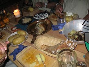 Gedeckter Tisch beim Rittermahl.