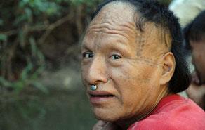 Tomás fue contactado entre los años 2001 y 2003, y ahora vive en la región amazónica donde se han propuesto las peligrosas carreteras.