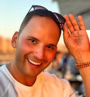 Sebastian Schülke ist Dirketvertriebler in der Kosmetikbranche - Mary Kay - und führt klinische Studien für die Pharmaindustrie durch
