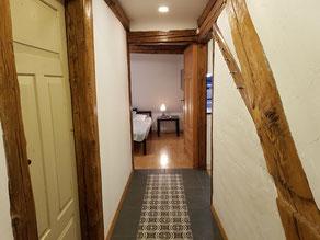 Blick von der Außentür Richtung Schlafzimmer