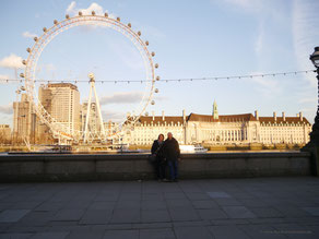 Vor dem London Eye am Nordufer der Themse