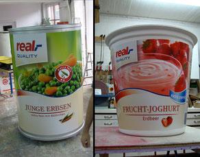 XXL-Verpackungsdummies, li. für einen Werbespot, H 200 cm - re. für eine Produktpräsentation, H 130 cm