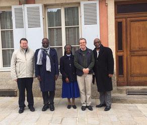 De gauche à droite : P. Jean-Marie Simar, recteur du sanctuaire, Mgr Milandou, archevêque de Brazzaville, Soeur Colette Biayenda, P. Loïc Gicquel des Touches