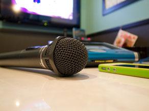 カラオケで上手く歌うポイントをアドバイス