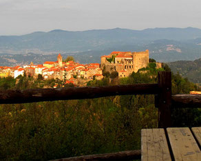 der Ort Fosdinova, unterhalb des Castello Malaspina
