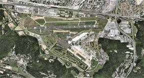 Vue aérienne de la BA 107 à Villacoublay.