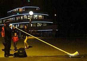 Zürich, Nacht, Schiff Limat, Alphornbläser