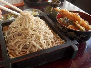 やっぱりそばが美味しい。盛そば・ミニ天丼セット(1350円)